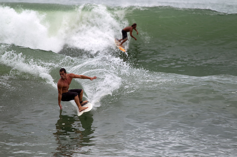 AX0H1521_2-Surfers-small