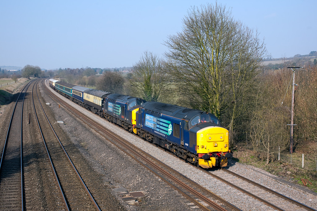 37682+37409 thunder past Lower Basildon with the 5Z47 0745 Crewe-Eastleigh ECS.8.3.11