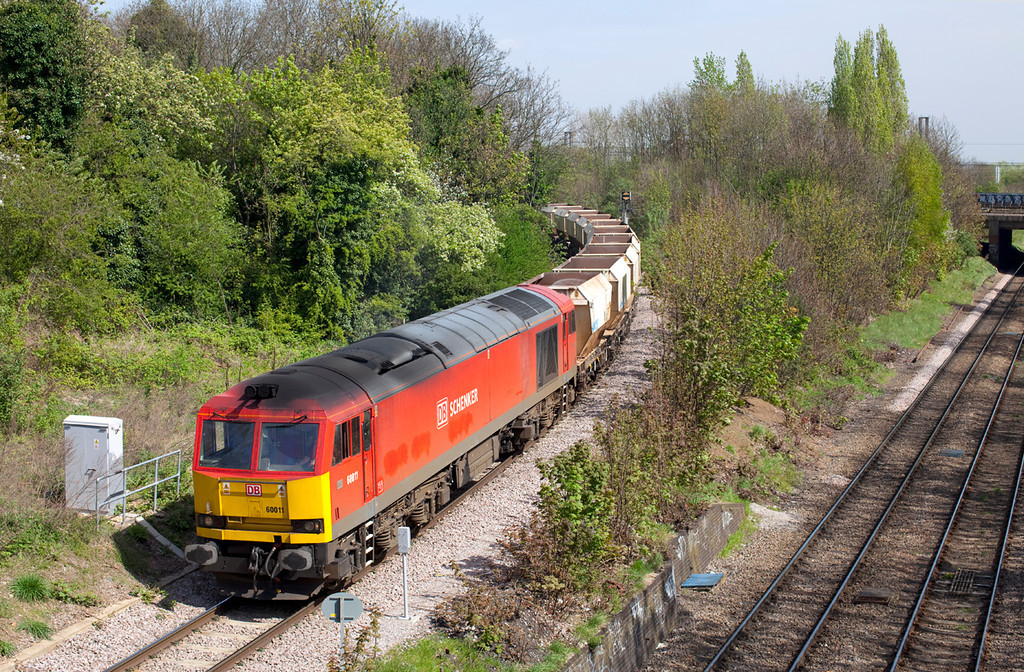 60011 slowly creeps around the curve at Harringgay Park Junction with the 6Z85 Ferme Park-Acton Yard. 11.4.11
