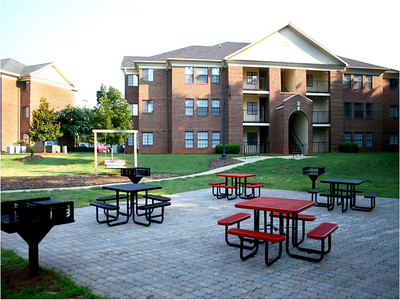 University Commons Apartments: In addition to our traditional residence halls, GWU also offers students the option of living in our beautiful University Commons apartments.  Each apartment is home to four students, and includes four bedrooms, two bathrooms, a kitchen, and roomy living area.  The apartments also feature several grill and picnic areas that are especially great locations for tailgating on football Saturdays.