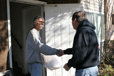 David Oaks drops off Thanksgiving meals to a grateful Wesley Avenue, Elyria resident. photo by Ray Riedel