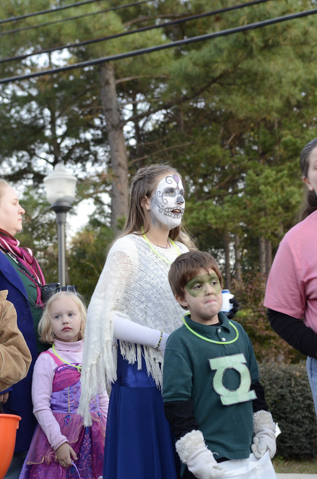 celebrating Halloween in Stanfield with kids and families 2011