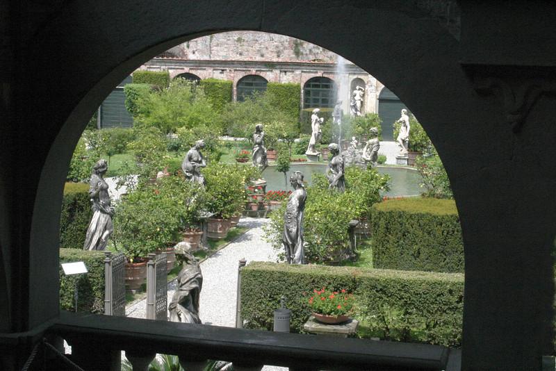 Garden View - Villa Phanner Lucca, Italy