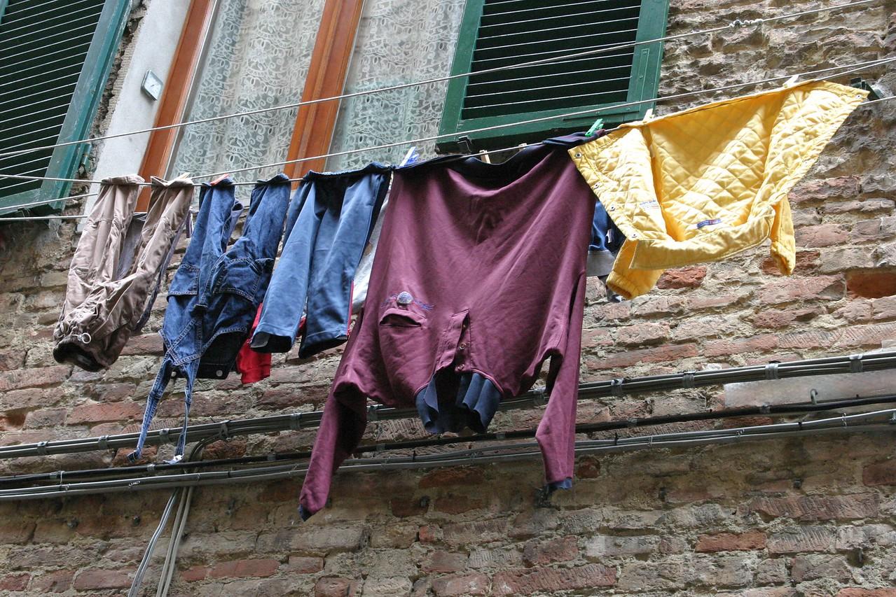 Laundry on Line Siena, Italy