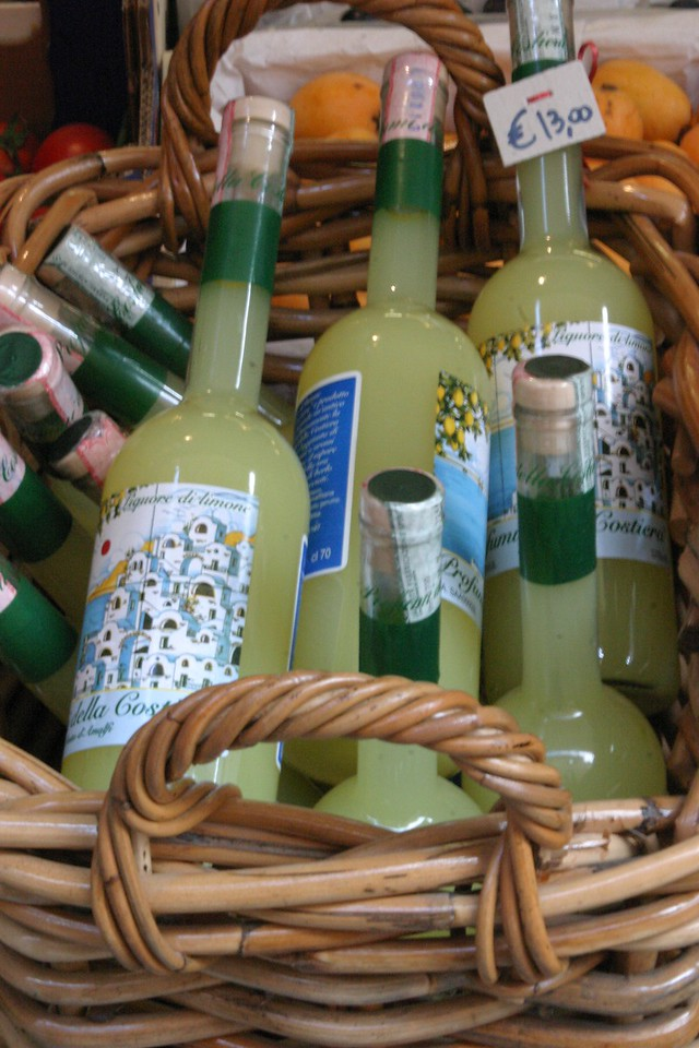 Limoncello in Basket