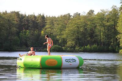 Neues Trampolin 2011 So idyllisch ist es nicht immer, kann auch mal mehr los sein auf unserer Hauptakttraktion im See.