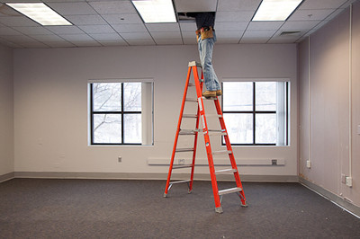 CE1_Contractor in Ceiling