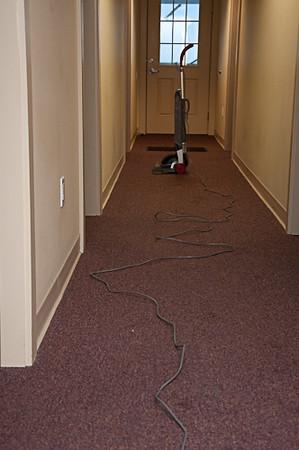 GJ3_Vacuum in Hallway