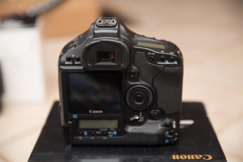 IMAGE: http://www.holzphotoclient.com/Other/Stuff-for-sale2/12614/i-jtkD9hq/0/L/1dsiii005-L.jpg