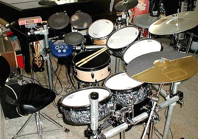 """Home made Ekit.. 4 12"""" toms made from two Ludwig Rocker tom cut in half, 13"""" snare made from old Pearl tom.. 10"""" birch shell made by myself, 14"""" childs set kick drum triggered, Ride cym is a plastic practice cym i triggered, 1= yama crash, 1= pintec crash and a 10"""" Splash, again, plastic practic cym i triggered, 8IN Roland pad for a HH and two 10"""" Roland pads for bongos. Ran a Roland TD6 Module (blue) and a Yamaha DXpress also (orange)"""