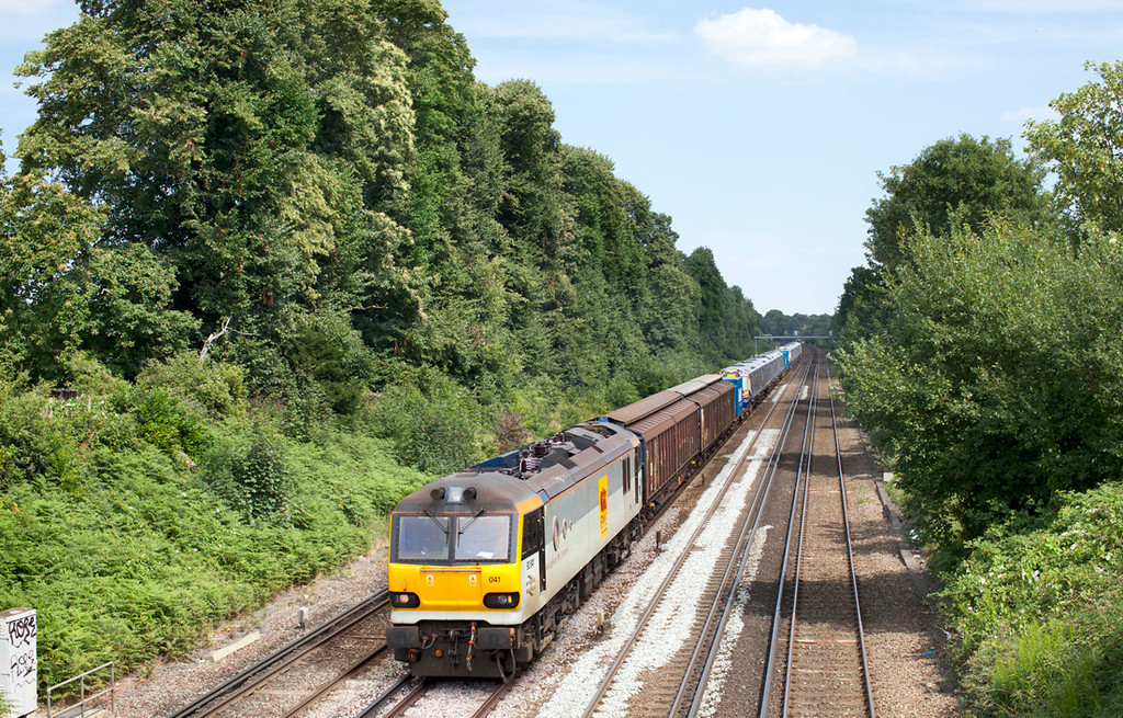 92041 brings the final 380 units northwards through Bromley with the 7X80 Dollands Moor-Polmadie conveying 380116 & 380114. 4.7.11