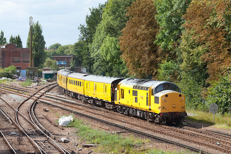 Running almost dead on time 97301 approaches Barnes with the 3Z03 10.11 Derby RTC-Grove Park Newtork Rail Measurement train.15.8.11