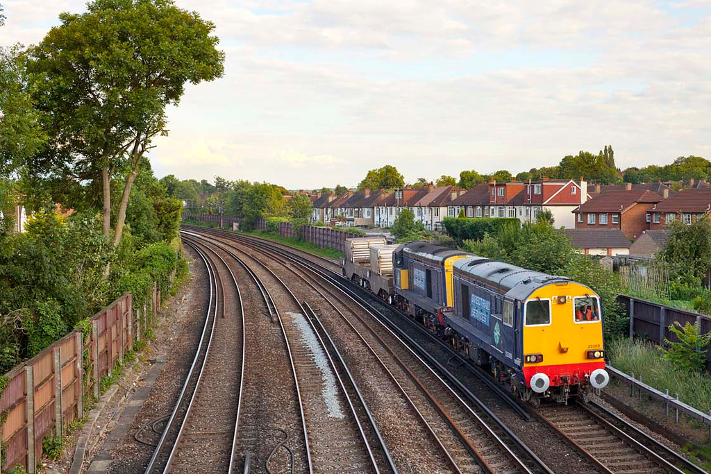20309 & 20308 approach Shortlands with the 6M95 16.35 Dungeness-Willesden Brent Nuclear Flask train.