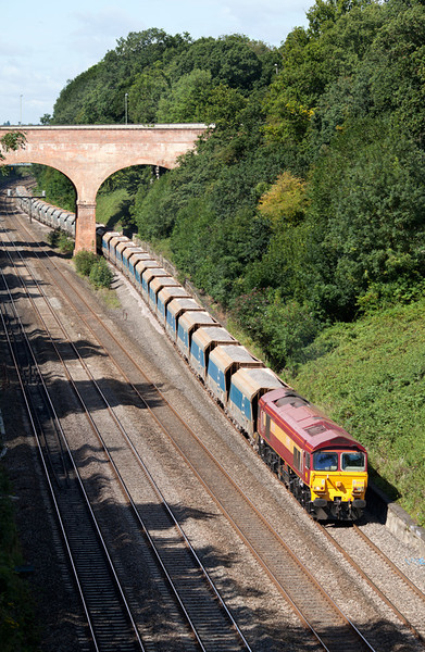 59201 approaches Warren Road bridge in Sonning Cutting with the 7A09 07.12 Merehead-Acton Yard Yeoman Jumbo train.8.8.11