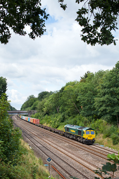 66956 passes Duffield Road in Sonning Cutting with 4L30 MO 09.03 Bristol FLT-Felixstowe freightliner service.8.8.11