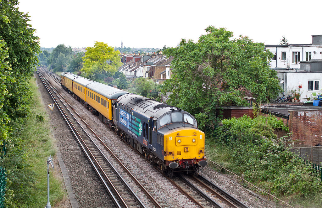 37229 passes through Kew village with the 1Q14 06.57 Old Oak Common-Old Oak Common Network Rail Measurement train.27.6.12