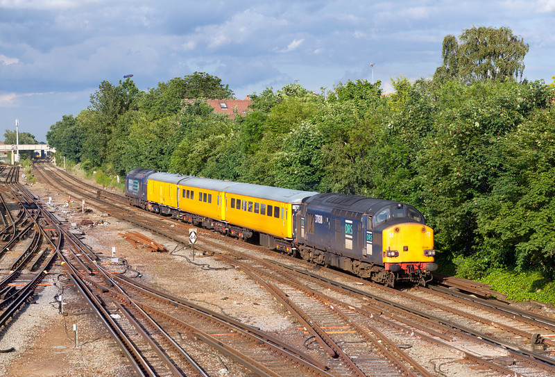 Still carrying the older DRS livery, 37038 approaches Richmond with the 1Q14 18.30 Battersea Loop-Old Oak Common Network Rail measurement train.18.6.12