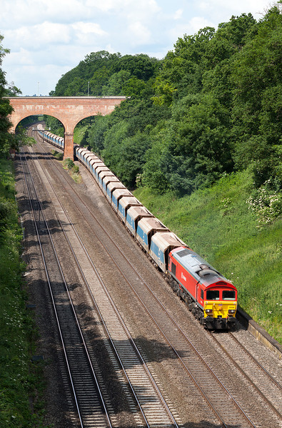 As it has done thousands of times, 59206 passes through Sonning Cutting with the 7A09 07.12 Merehead-Acton Yeard jumbo train.25.6.13