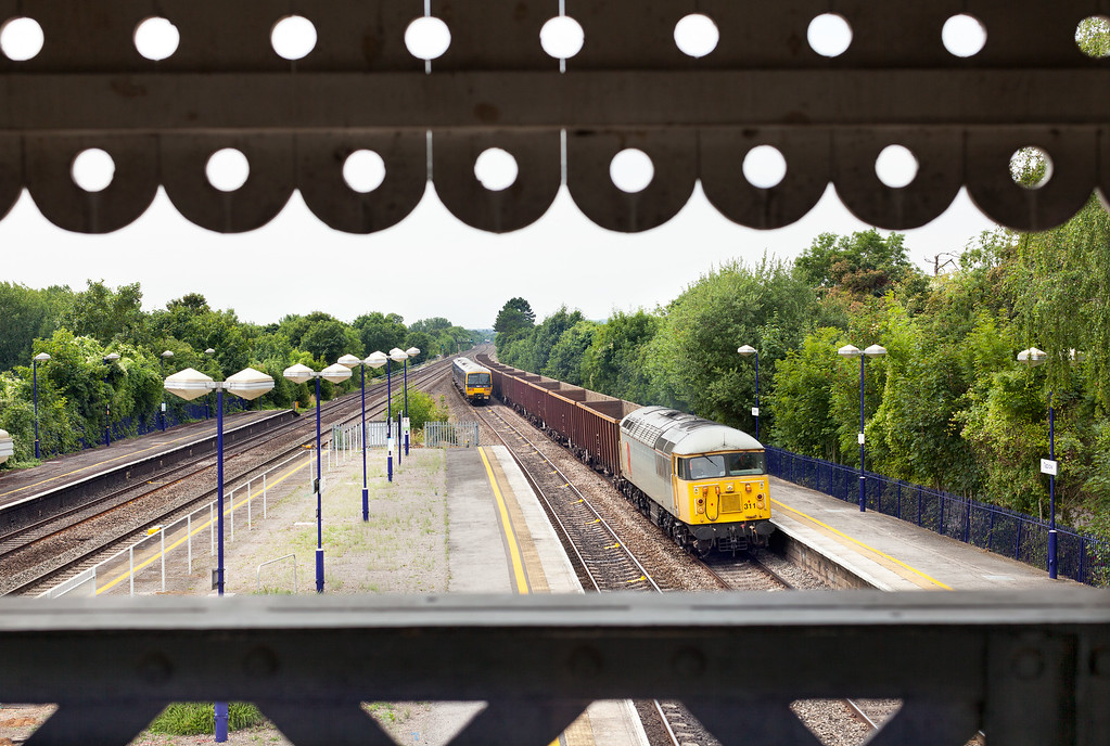 The best approach on a dull day is to use interesting features or architecture to frame the train, here the wonderful Victorian footbridge frames 56311 as it heads through Taplow with the 6Z84 10.53 Calvert-Willesden Euro terminal empty spoil train. 1/500 s @ F7.1 @ 200ASA . Canon 5DMK2 + 50mm F1.2 Lens