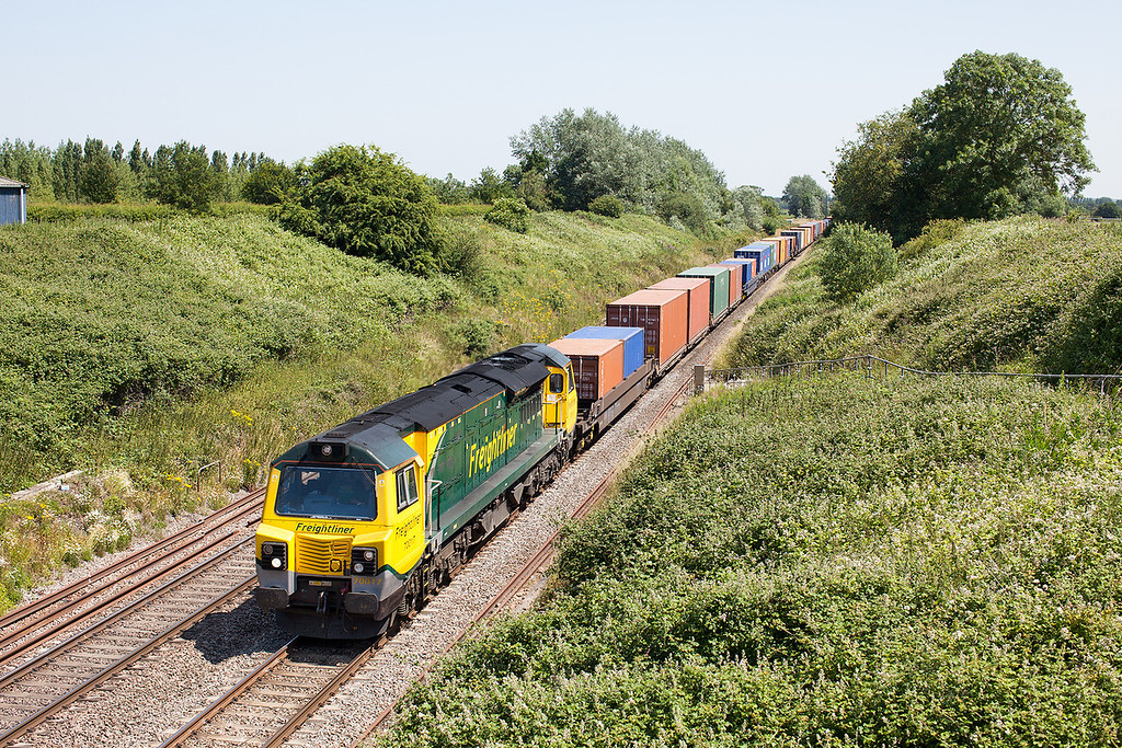 After staying in it's booked path at Challow, 70017 storms past Baulking with the 4V50 Southampton-Wentlogg loaded Freightliner working. 11.7.13