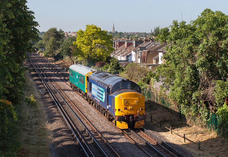 """37419 pulls """"Caroline' along the shared District and London overground lines close to Kew Gardens with the 5Z02 08.45 Richmond-Southend Victoria.10.7.13"""