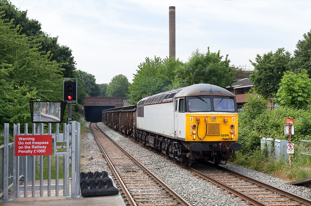 Well before the train arrived I could hear the sound of the 'grid' thrashing through the tunnel between Drayton Green and Castle bar park. Making a welcome change from 56312, 56091 passes through Castle Bar Park with the 6Z80 Sx 09.30 Willesden Euro terminal-Calvert loaded spoil train.18.6.13