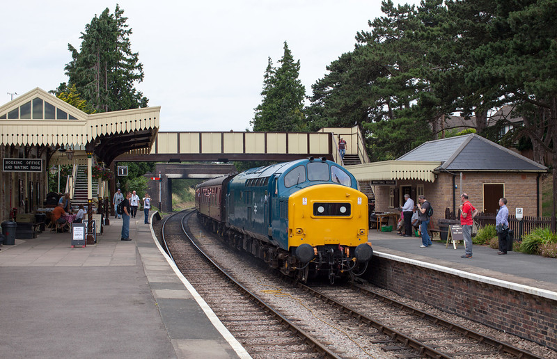 In stifling humidity, 37215 arrives at Winchcombe with an afternoon service for Laverton during the excellent G&WR diesel gala. 27.7.13