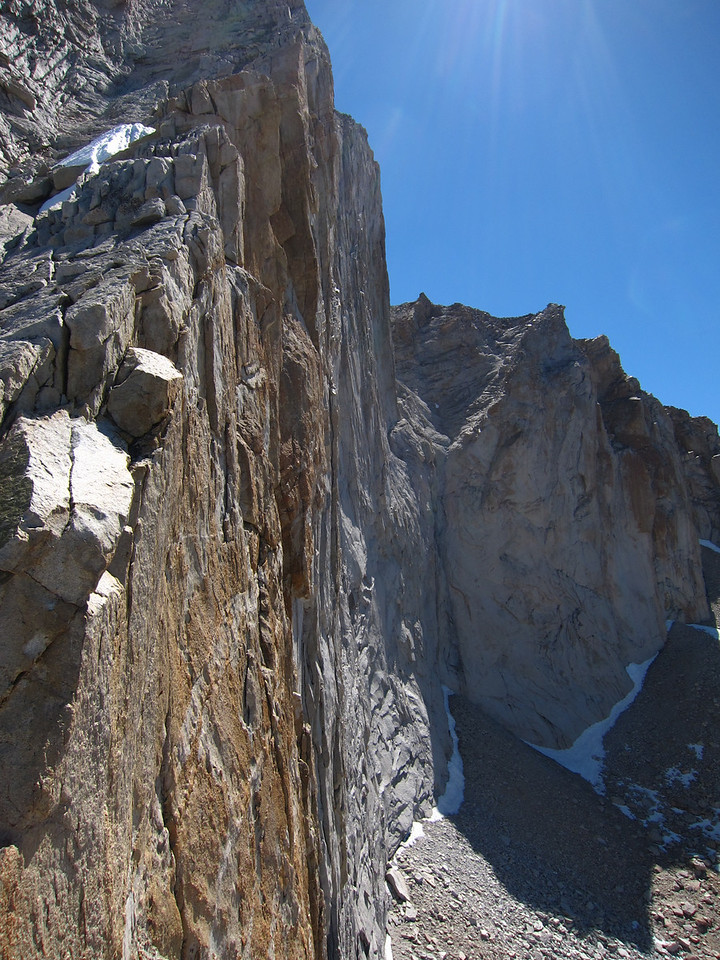 The upper part of the West ridge route goes along the edge of the SW face : you are looking down the face most of the time