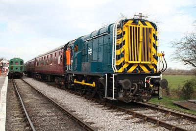 Class 09 D3668 (09004) passing Blunsdon Station   15/03/14