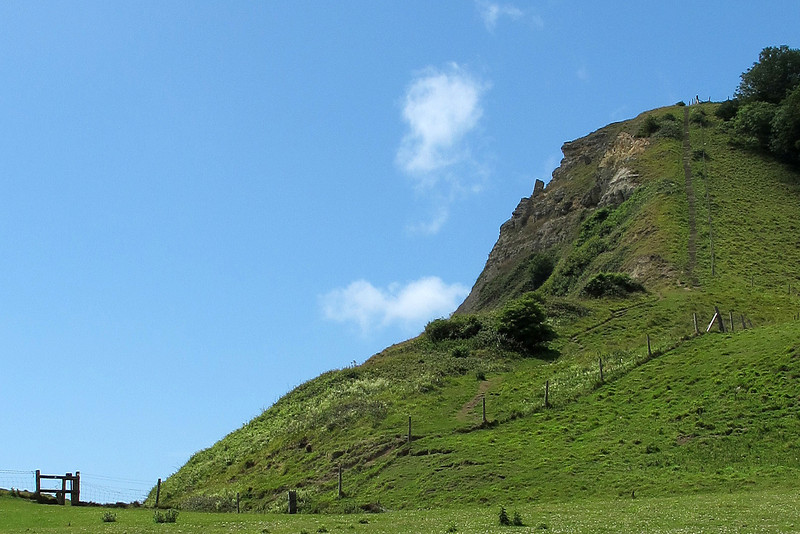 The eastern ascent to the top of the Houns-tout cliffs