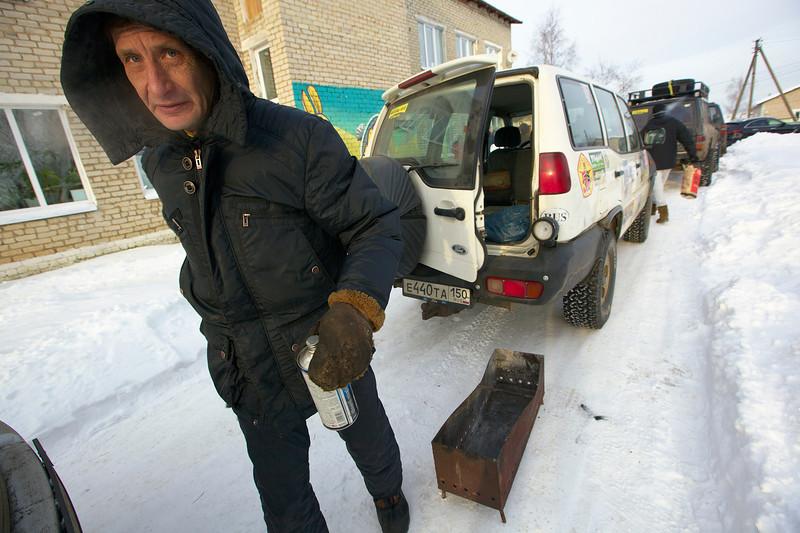 Все вышли на улицу жарить шашлык ))