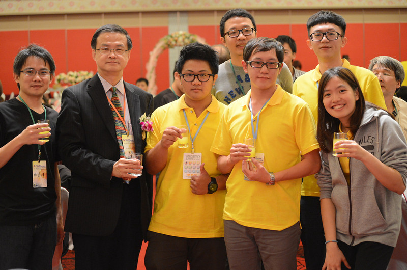 Professor Jinn Chu (University of Illinois Graduate) and part of his students. Jinn is president of TACT (Taiwan Association of Coatings and Thin Film Technology)