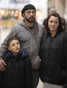 Dave Irvan with his fiancee Lynn Carper, and son Dave Irvan Jr. age 7 as they discuss the end of the temporary Social Security tax reduction.   photo by Ray Riedel