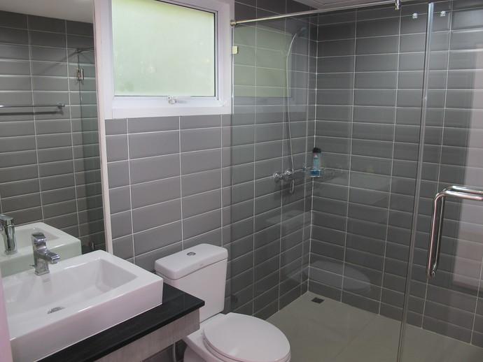 Lanta loft second bedroom Ensuite bathroom