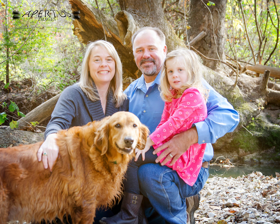 "<font size=""4"" color=""darkred"">Written by Susie (Fieldon, IL)</font> <br> <br> <font size=""3"">I would highly recommend Ben for family photographs.  He took his time and was very patient with our 4 year old and our dog!  It was a great experience and our pictures turned out great! </font>"