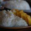 Sticky rice with mango slices - Thai cooking course.