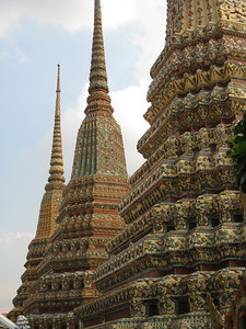 Stupa contain cremains, and these are contain various members of the Thai Royal family over the past few centuries.