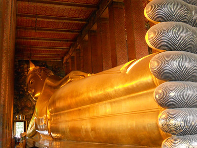 The reclining Buddha at Wat Pho.