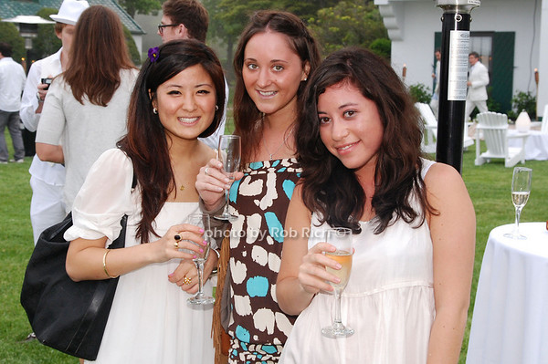 Stephanie Lee, Gina Salese and Claire Stern<br />  photo by Rob Rich © 2009 robwayne1@aol.com 516-676-3939