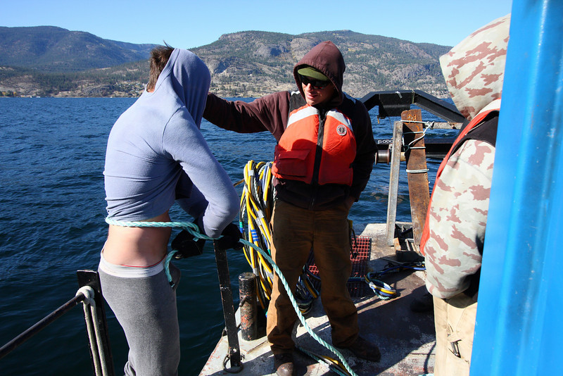 If the knot is unsuccessful, or if the knot isn't tied within a few seconds, the diver gets wet, which is a powerful incentive in 10c (54 degrees F) water