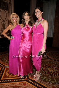 Miss USA Kirsten Dalton, Elizabeth Hurley, Hilary Rhoda photo by Rob Rich © 2009 robwayne1@aol.com 516-676-3939