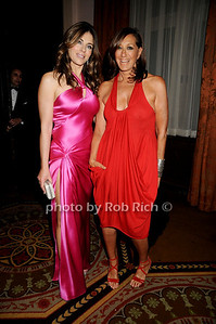 Elizabeth Hurley, Donna Karan photo by Rob Rich © 2009 robwayne1@aol.com 516-676-3939