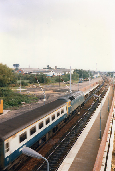 Silver roofed 47570 leads the 12 17 Norwich to Liverpool Street out of Stowmarket on 01/10/84 - note newly extended platforms.