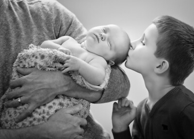 Big Brother Kiss bw (1 of 1)