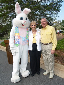(L) to (R) Easter Bunny, Georgia's First Lady, Sandra Deal and Governor Nathan Deal.