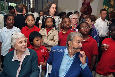 Celeste Holm, Leroy Neiman, Art Students from the Harlem Community photo by Rob Rich © 2008 robwayne1@aol.com 516-676-3939