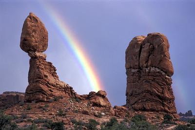 Balanced-Rock-with-Rainbow