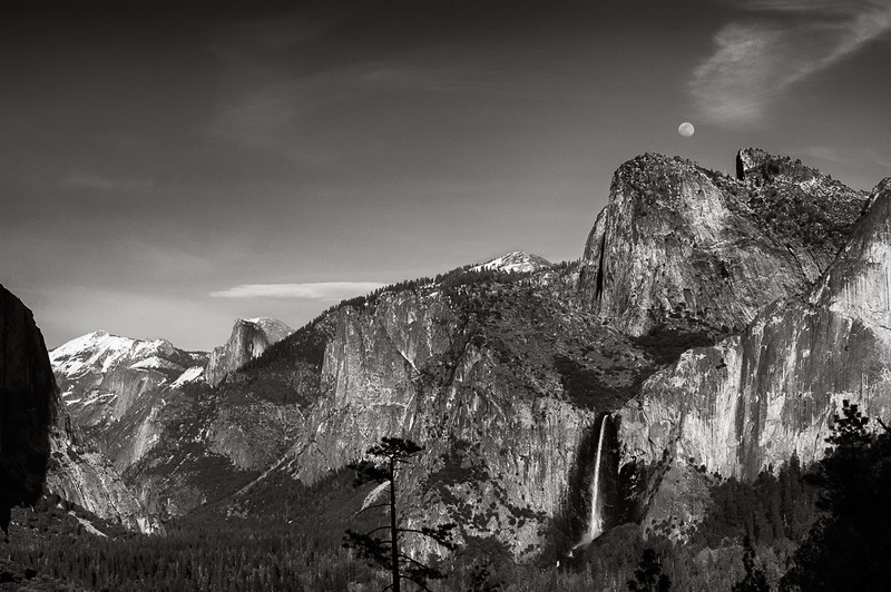 Early spring moonrise (waxing gibbous) from Tunnel View in Yosemite National Park