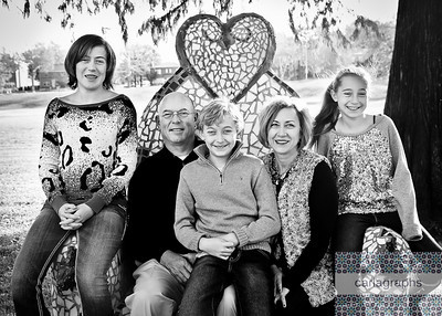 Fam on Niki Throne crop bw (1 of 1)