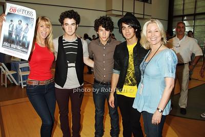 Jack Cook, Christy Brinkley, Kevin Jonas, Nick Jonas, Joe Jonas, Courtney Ross photo by Rob Rich © 2008 516-676-3939 robwayne1@aol.com
